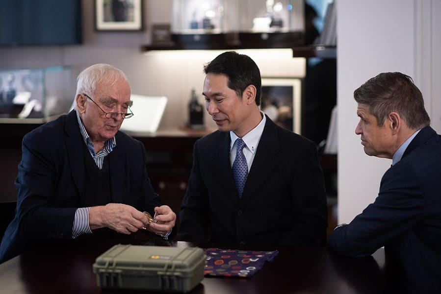 סייג'י קיי, האספן שאיתר את השעון מספר 183 של לונג'ין עם בכירי החברה