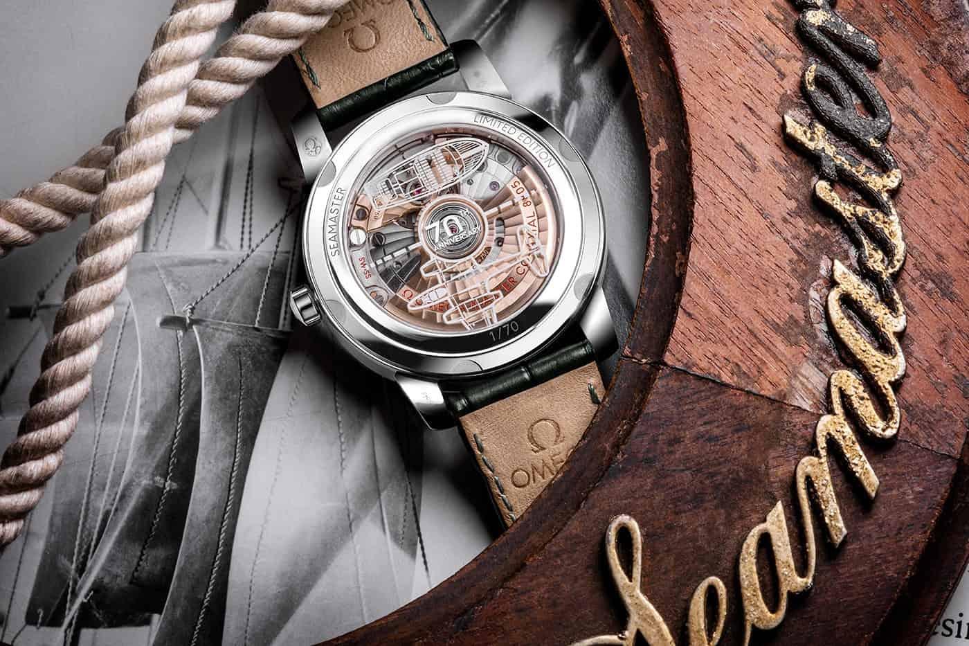 הגב של שעוני הסימאסטר 70 שנה פלטינה. מקור - אומגה.
