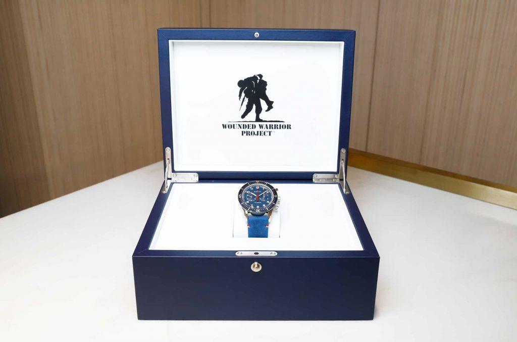 הקופסא בה מגיע השעון