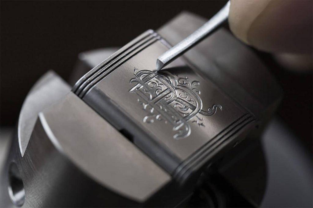 אומנות על גב שעון הרברסו. מקור - JCKONLINE.
