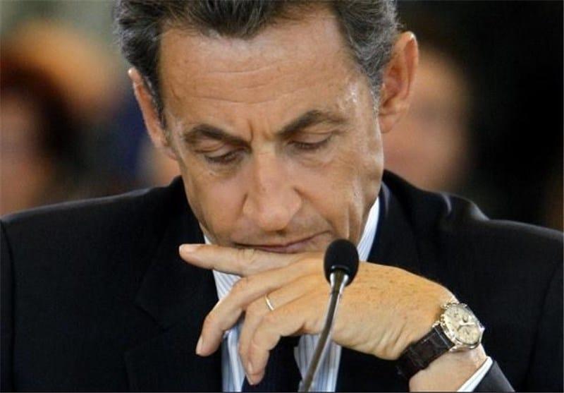 סרקוזי עם שעון הפטק פיליפ 5140 שלו. מקור - BBC.