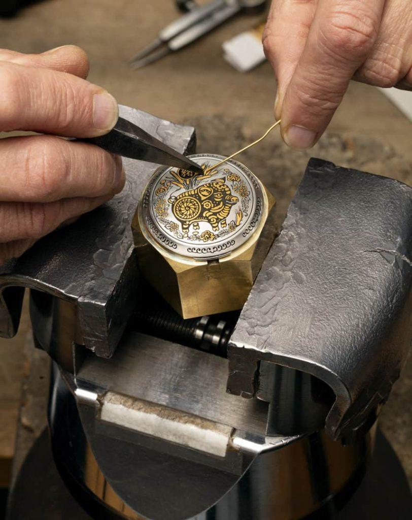 תהליך ההכנה של שעון פנריי PAM00859 שנת החזיר. מקור - Deployant.