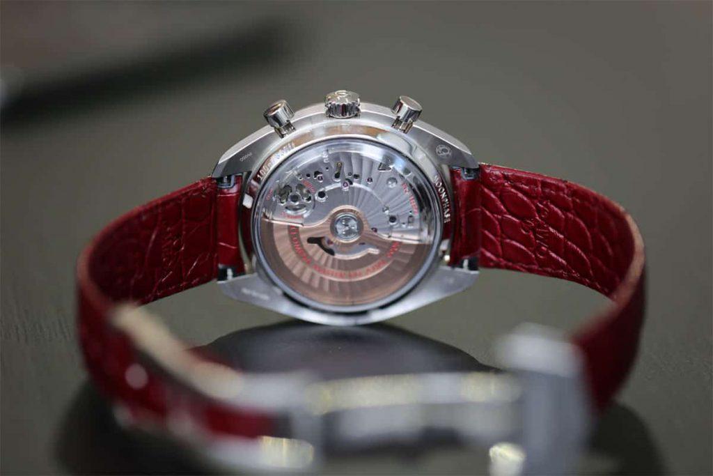 שעון אומגה ספידמסטר מון-פייז עם שיבוץ אבני חן. מקור - WatchTime.