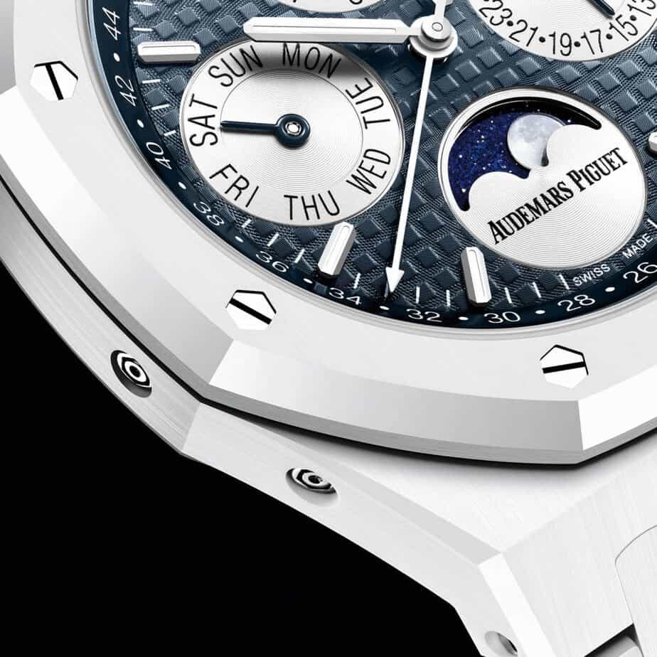 אודמר פיגה רויאל אוק לוח שנה נצחי קרמי לבן. מקור - WatchesbySJX.