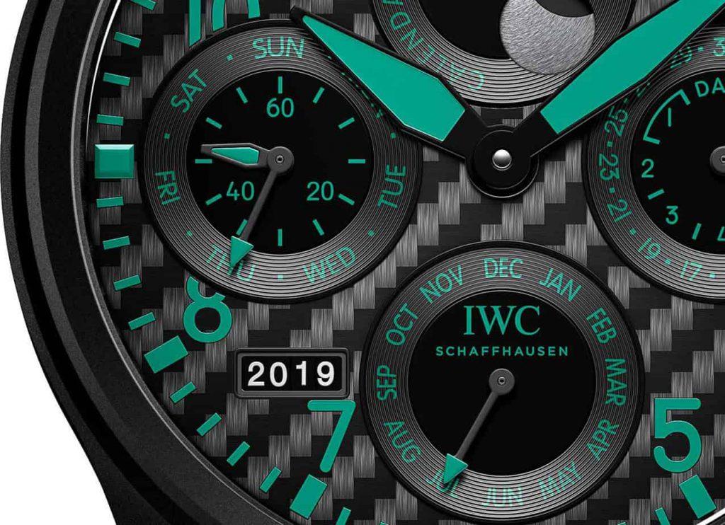 שעון ה-IWC BIG PILOT PERPETUAL CALENDAR MERCEDES AMG PETRONAS MOTORSPORT. מקור - TIMEANDWATCHES.