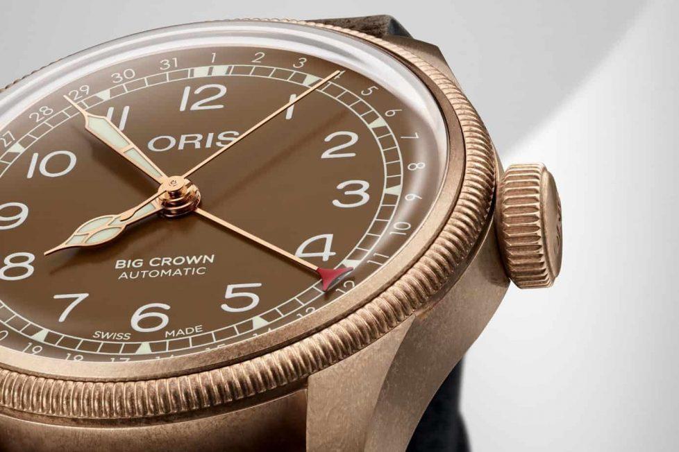 """שעון אוריס Big Crown Pointer Date ברונזה 40 מ""""מ. מקור - Monochrome Watches."""