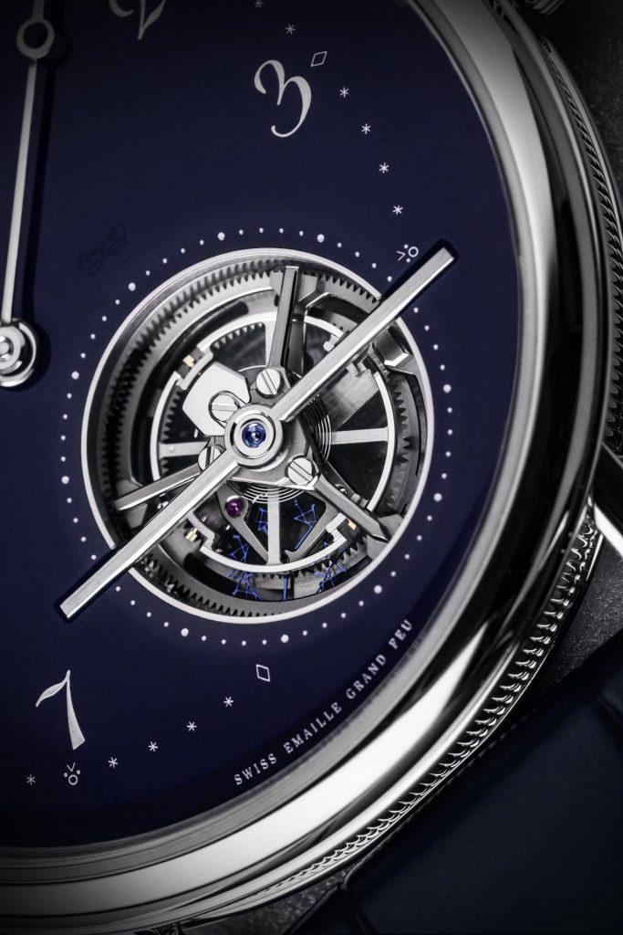 מנגנון הטורבילון והגוון הכחול המרהיב של לוח השעון. מקור - Watchtime.
