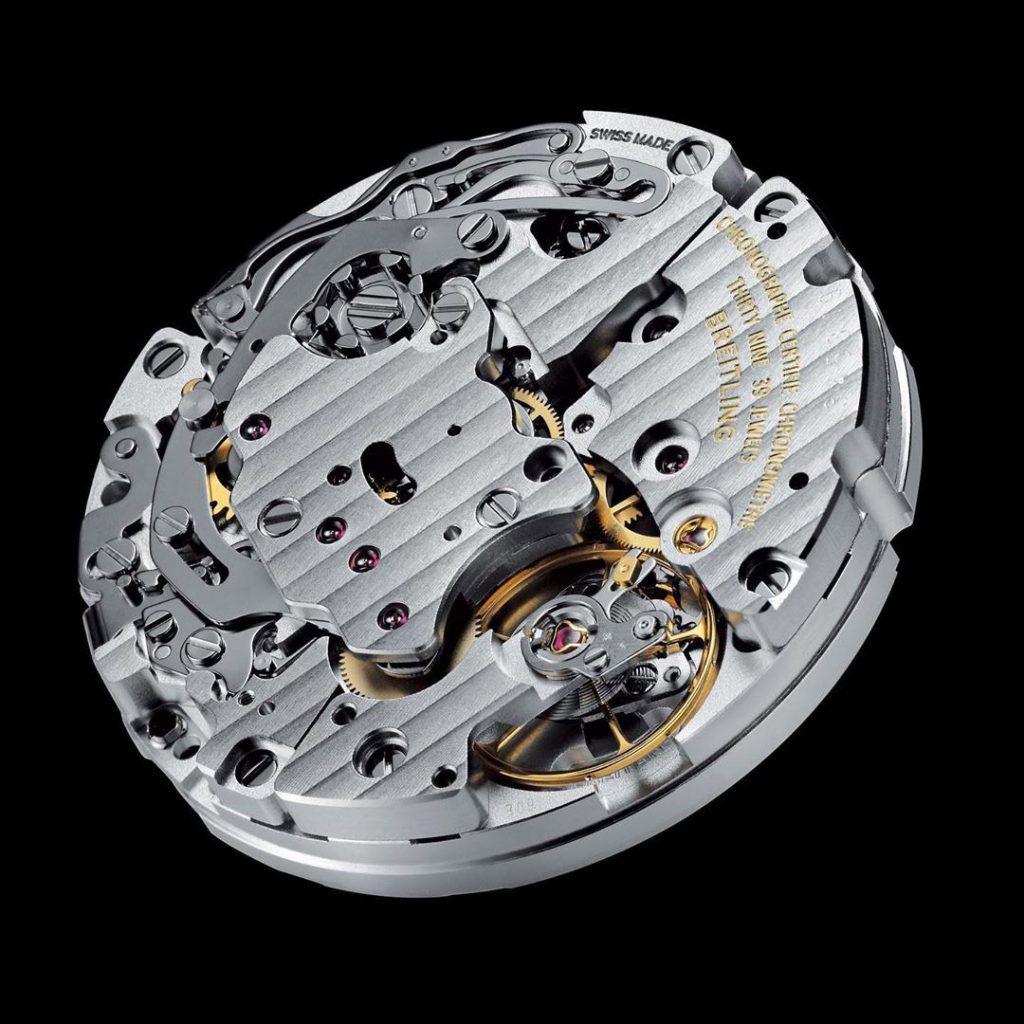 קליבר B09 של ברייטלינג. מקור - Monochrome Watches.