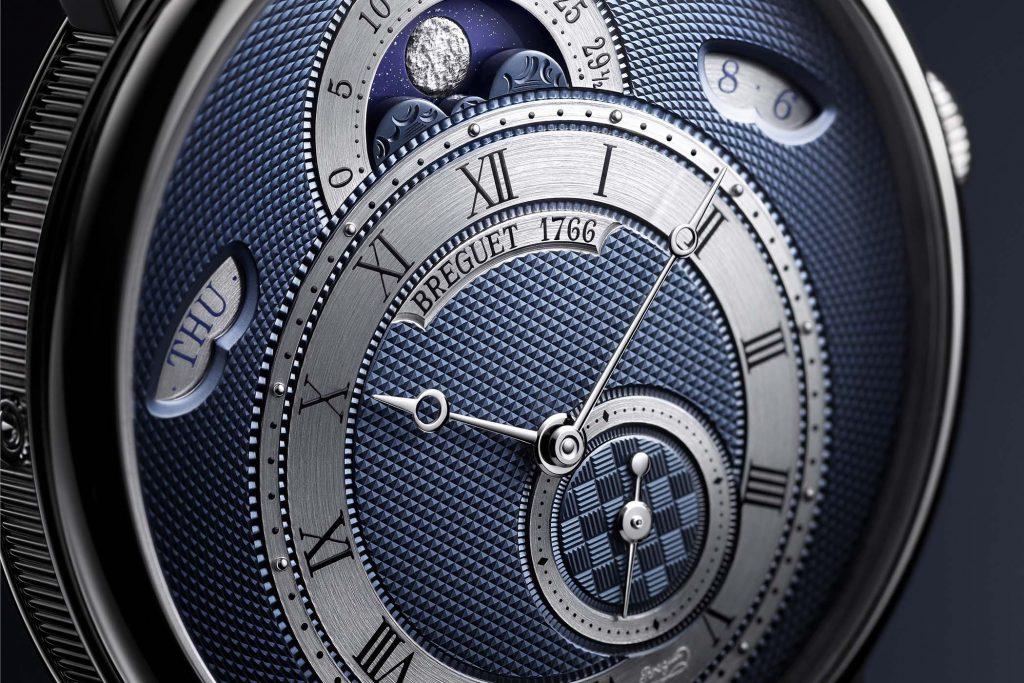 גרסת הזהב הלבן של ה-7337 קלאסיק. מקור - Monochrome Watches.