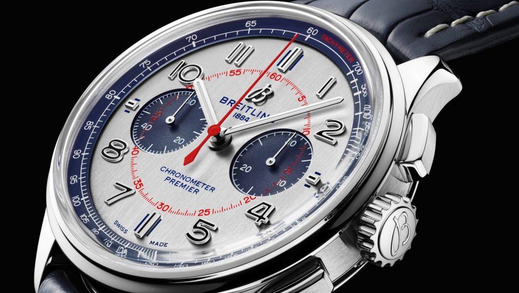 הלוח המיוחד של השעון בגווני לבן-כחול עם נגיעות אדום. מקור - ברייטלינג.