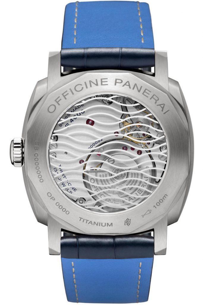 גב השעון עם זכוכית הספיר. מקור - TimeZone.