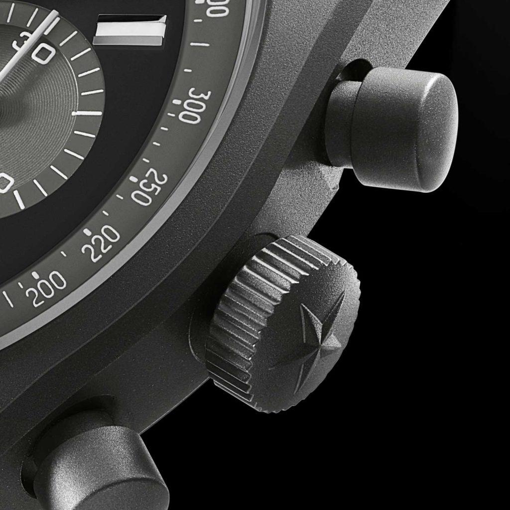 הגימור המיוחד לגוף השעון העשוי מטיטניום. מקור - Revolution.