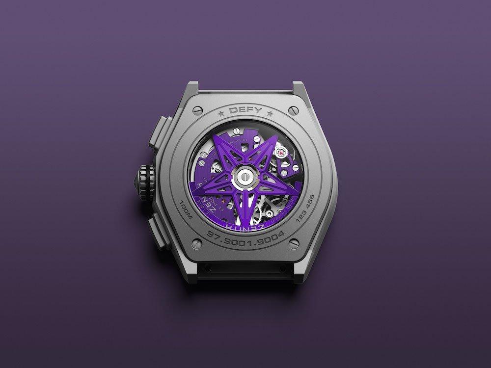 קליבר אל פרימרו 9004 עם נגיעות של סגול. מקור - Monochrome Watches.