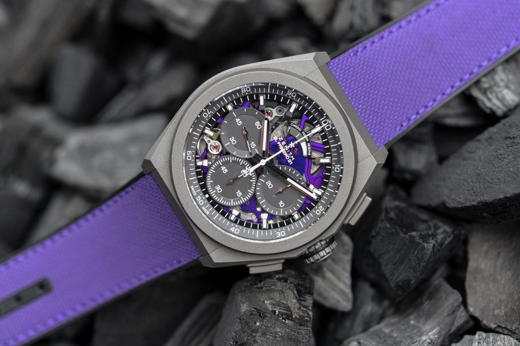זניט Defy 21 Ultraviolet - רצועת הבד הסגולה עם תפרים תואמים. מקור- Monochrome Watches.