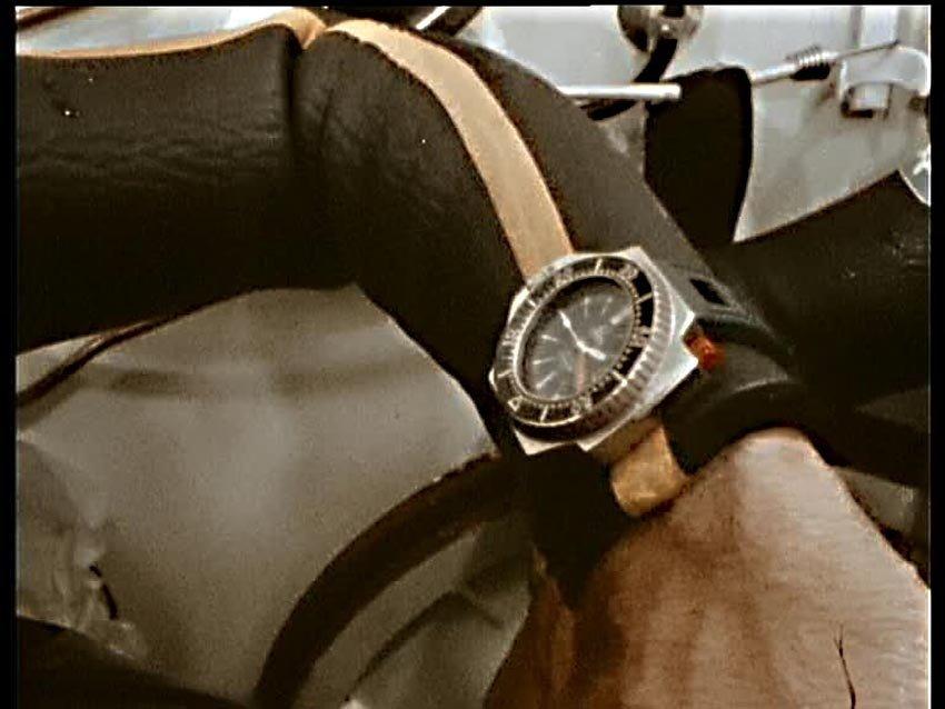שעוני הצלילה של ז'אק קוסטו - שעון אומגה PloProf שהופיע על ידו של קוסטו באחד מסרטיו. מקור - WatchProSite.