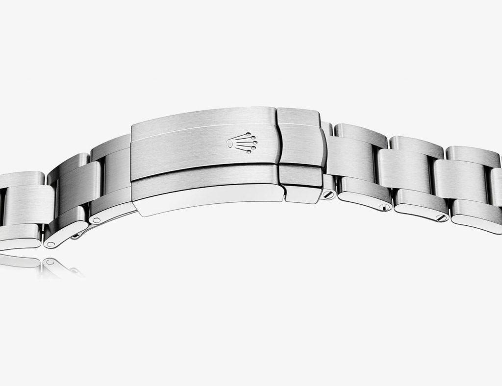 הלוגו של רולקס על צמיד של שעון של החברה. מקור - רולקס.