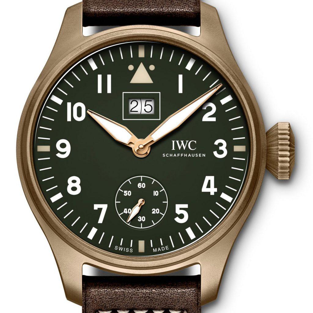 לוח מיוחד עם תצוגת תאריכון גדול וגוון ירוק מט וינטאג'י. מקור - Monochrome Watches.