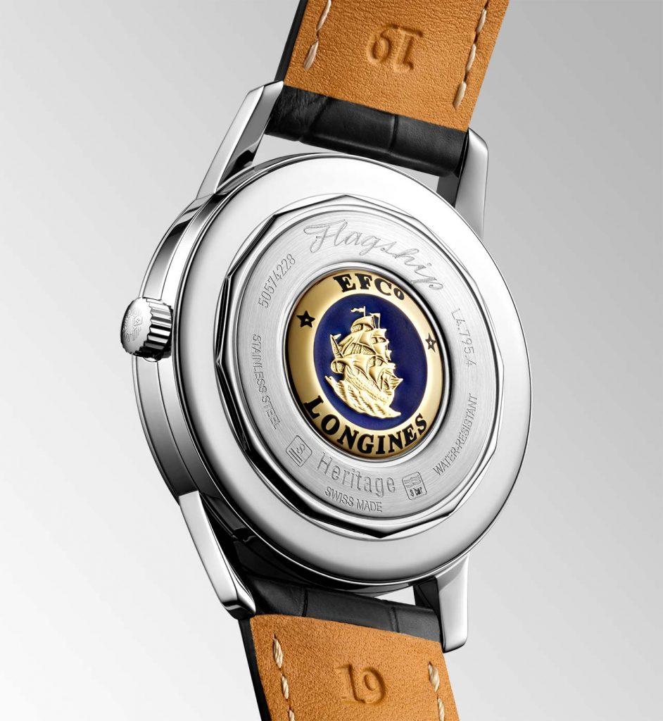 גב השעון עם תחריט הספינה. מקור - TimeandWatches.