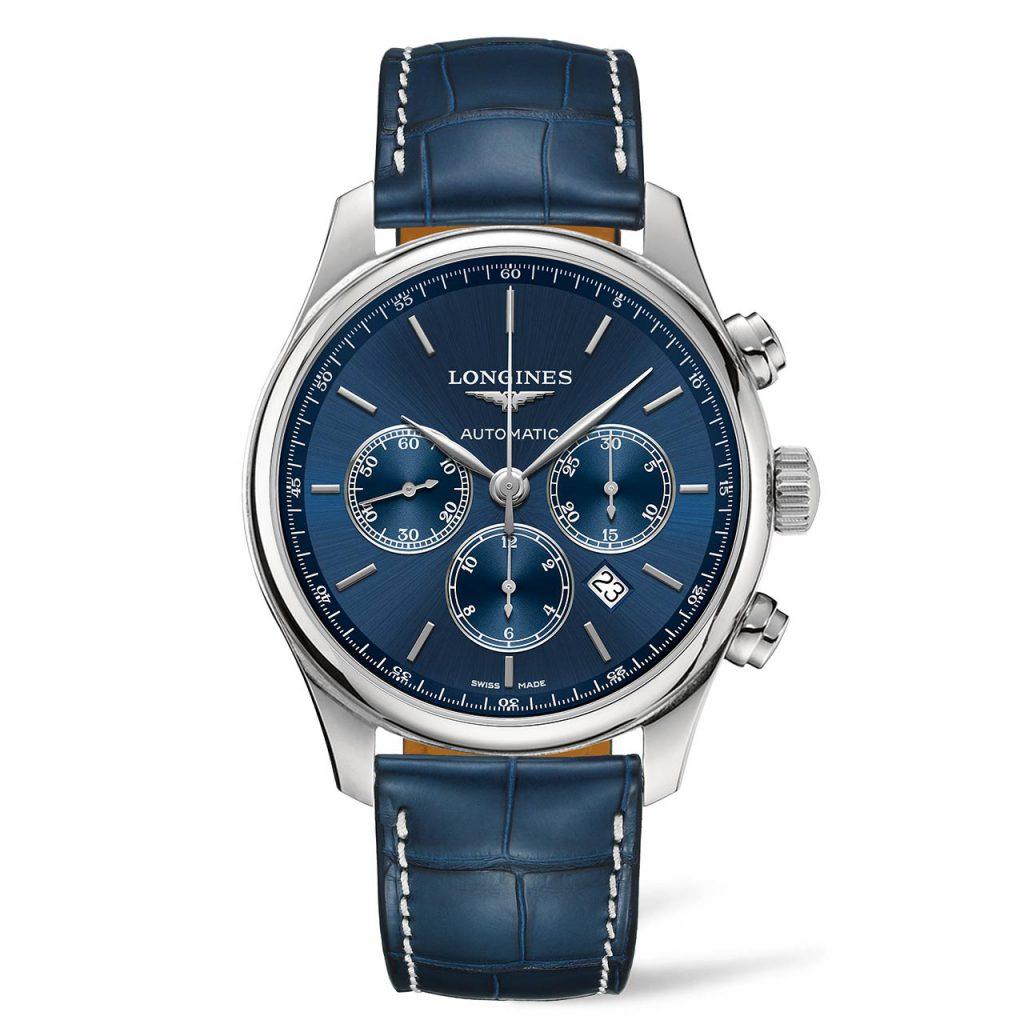 רצועת עור תנין משלימה את המראה האלגנטי של השעון. מקור - TimeandWatches.