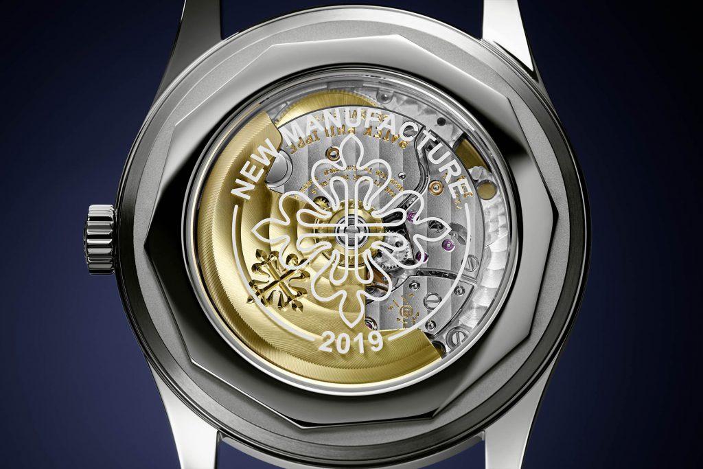 קליבר 324SC בגב השעון. מקור - Monochrome Watches.