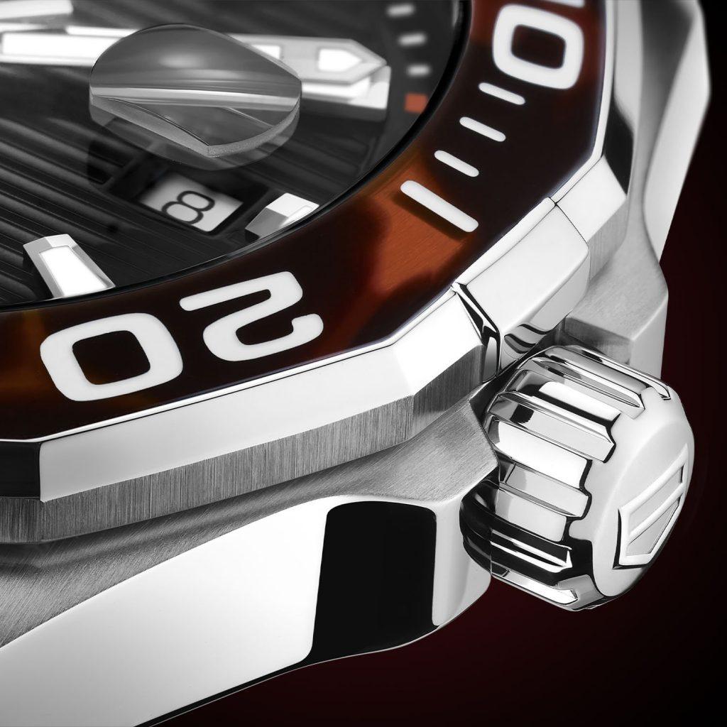 גימור מיוחד המושג באמצעות שימוש בשרף בגימור שיש. מקור - Monochrome Watches.
