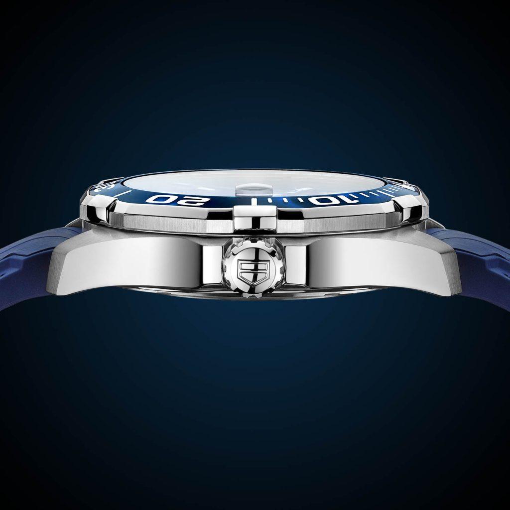 הגוף המוכר של שעוני האקווה רייסר. מקור - Monochrome Watches.