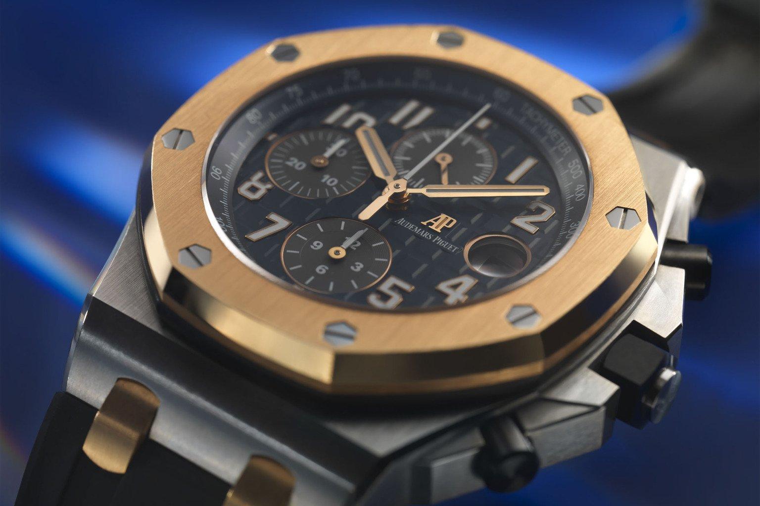 הלוח בגוון הכחול המזוהה עם בוכרר. מקור - Monochrome Watches.