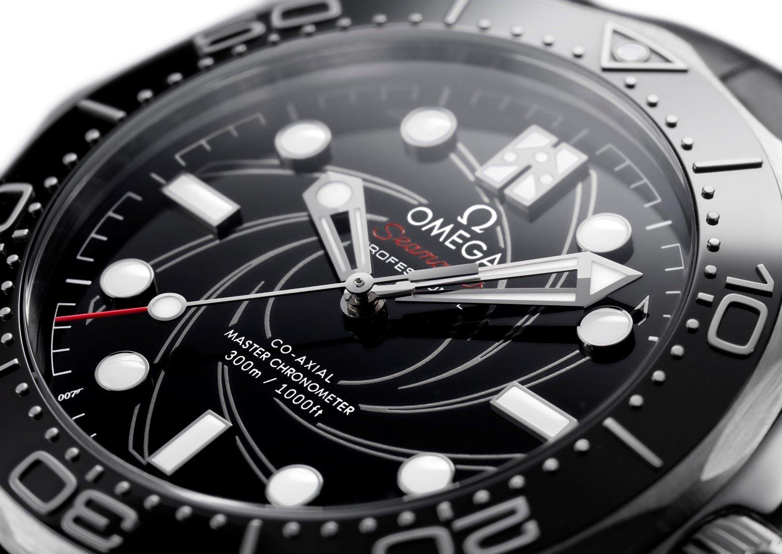 לוגו ה-007 מסתתר בשעה 7. מקור - TimeandTideWatches.