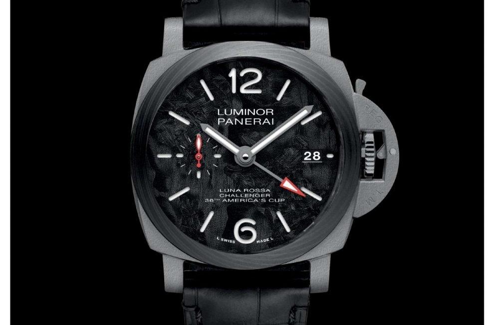 פנריי לומינור GMT לונה רוסה 42. מקור - TimeZone.