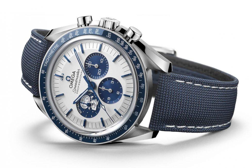 סנופי בלוח הקטן בשעה 9 ובזל קרמי כחול. מקור - Monochrome Watches.