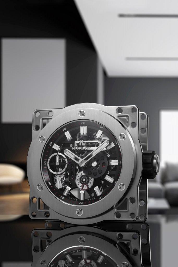 כשאתם רוצים להראות שיש לכם 50,000 דולרים לשים על שעון שולחני. מקור - הובלו.