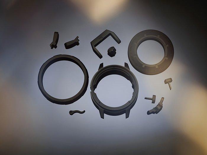 סגסוגות מתקדמות בתעשיית השעונים - רכיבי שעונים העשויים מסרטניום.