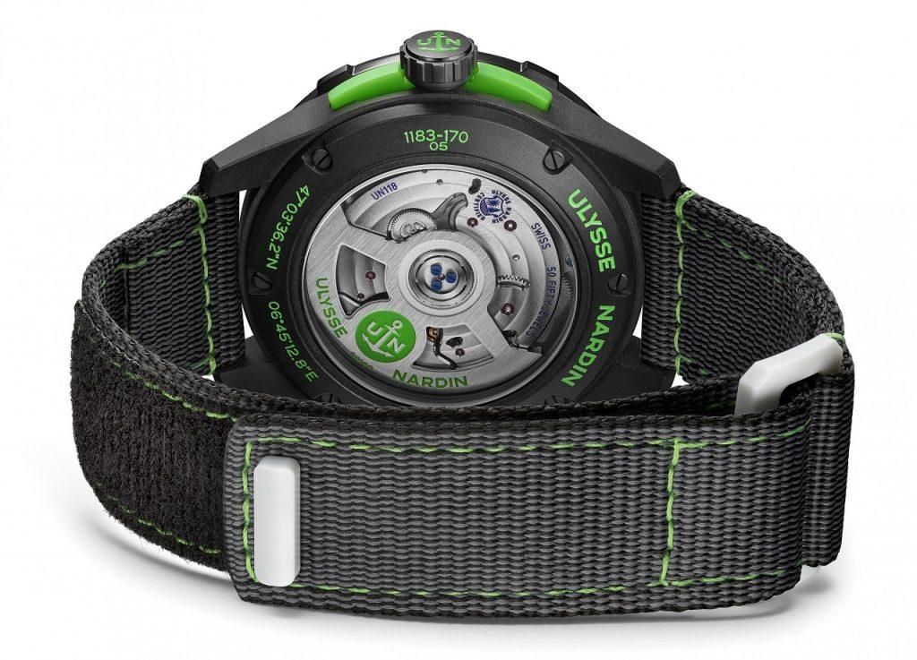 גב השעון העשוי מזכוכית קרמית וקליבר UN-118. מקור - Professional Watches.