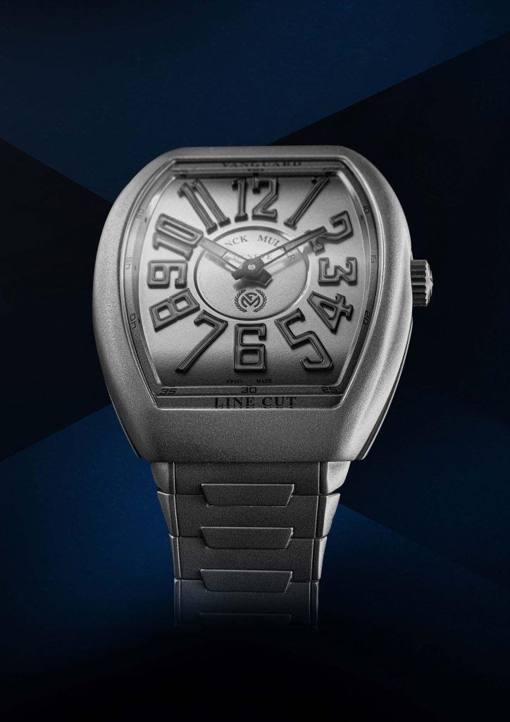 גם לוח השעון עבר ציפוי בצבע אפור. מקור - LaCoteDesMontres.