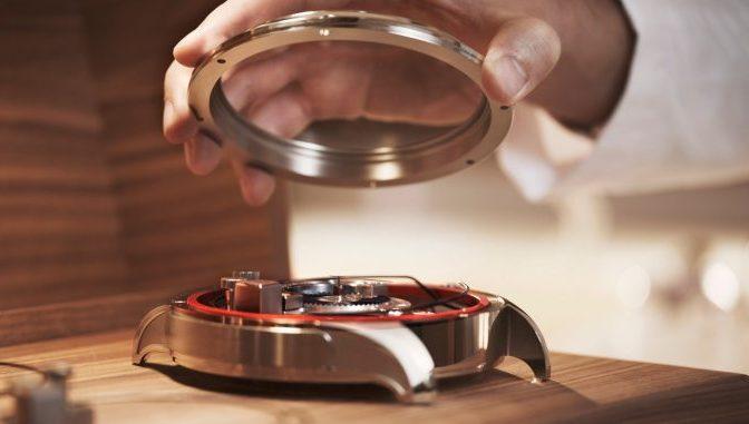 הזדמנות נפלאה לחוות את עולם ייצור השעונים מבפנים. מקור - WATCHILOVE.