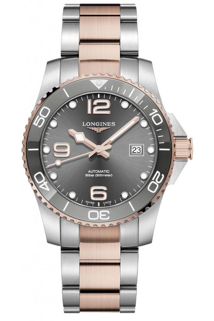אפשרות לצמיד מתכתי טו-טון או רצועת גומי בצבע תואם ללוח השעון. מקור - Monochrome Watches.