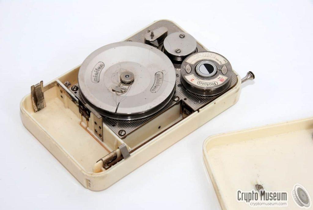 ציוד הקלטה של פרוטונה. מקור - Crypto Museum.