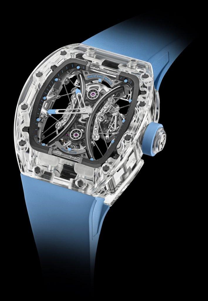 שעון מרהיב העשוי מגוש שלם של זכוכית ספיר. מקור - TheWatchPages.