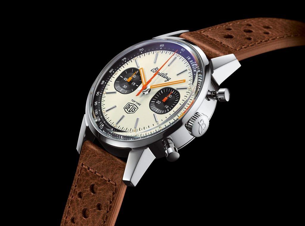 """שעון במראה וינטאג'י בשת""""פ עם המותג DEUS EX MACHINA. מקור - TimeandWatches."""
