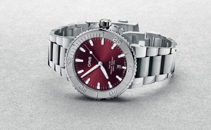 שילוב מעניין של צבעים ומרקמים. מקור- Monochrome Watches.