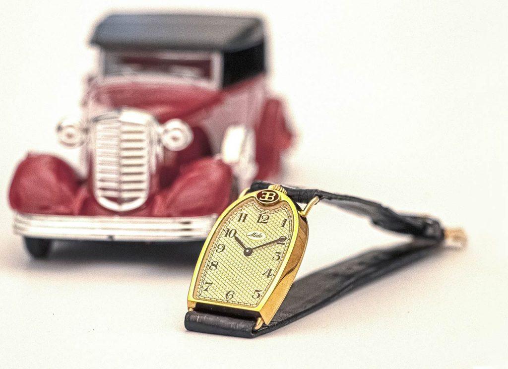 שעון רדיאטור עם רצועת עור. מקור - Vintage Watch Story.
