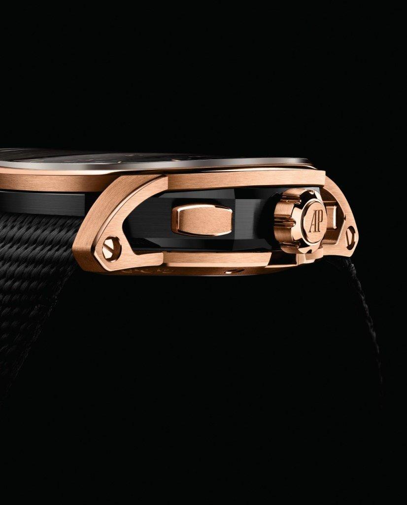 שילוב מיוחד של זהב לבן או אדום עם סגסוגת קרמית שחורה. מקור - WATCHILOVE.