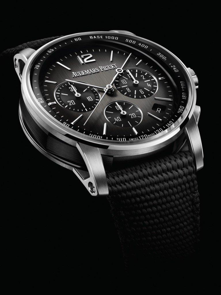 לוח השעון בגימור גוון שחור מדורג. מקור - WATCHILOVE.