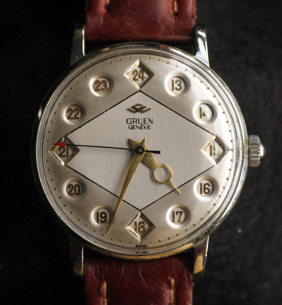 שעון JUMPING HOUR של החברה. שימו לב שבעצם לוח השעון קופץ ומצביע על השעה. מקור - ויקיפדיה.