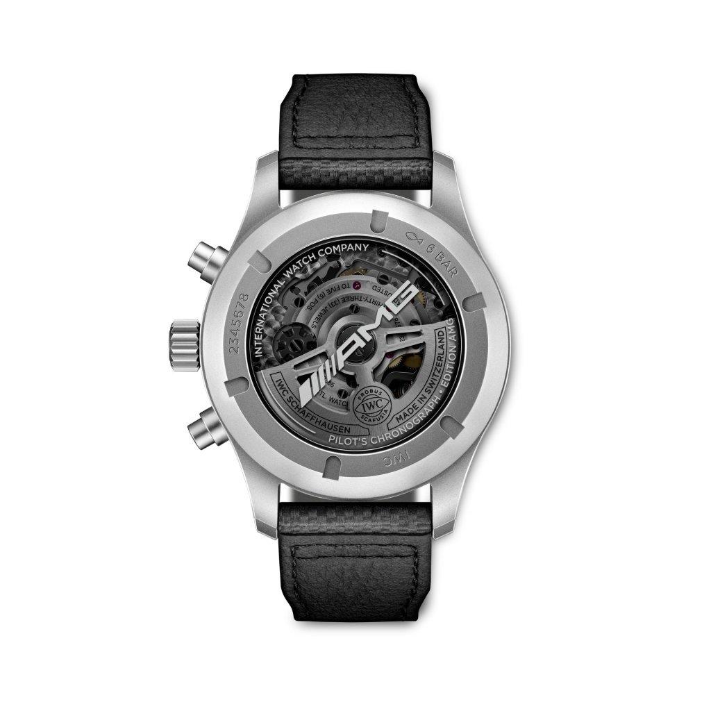 הגב השקוף של השעון עם הכיתוב AMG. מקור - WATCHILOVE.