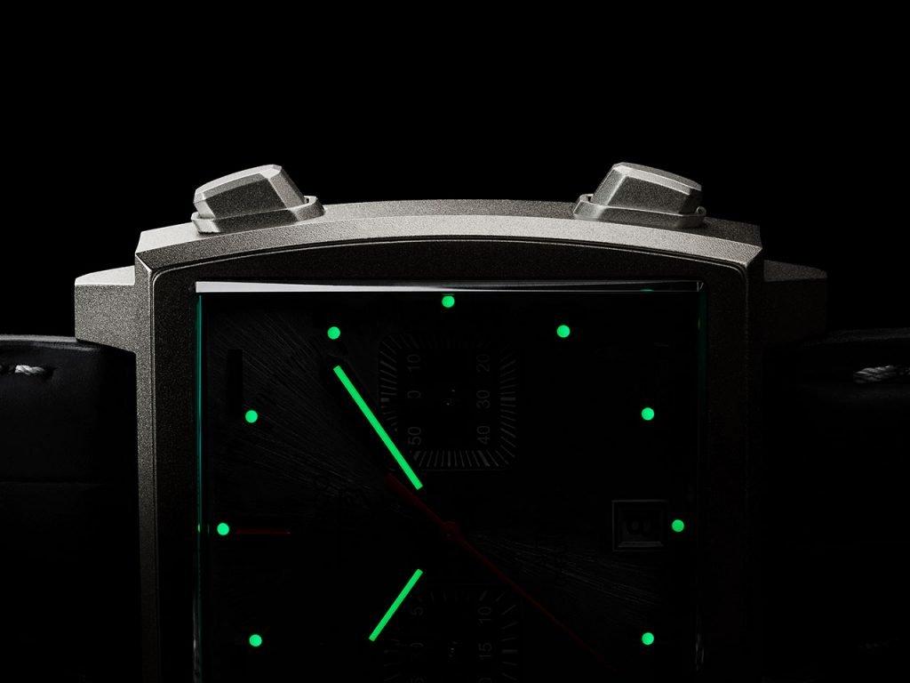 תאורת לומינובה ירוקה. מקור - TIMEANDWATCHES.