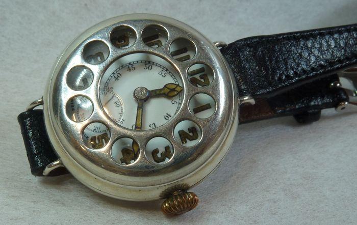 ההיסטוריה של שעונים ומלחמות - שעון קצינים ממלחמת העולם הראשונה. מקור - CATAWIKI.