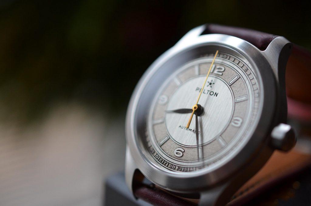 שעון הניקל סילבר במהדורה מוגבלת של PELTON. מקור - אתר החברה.