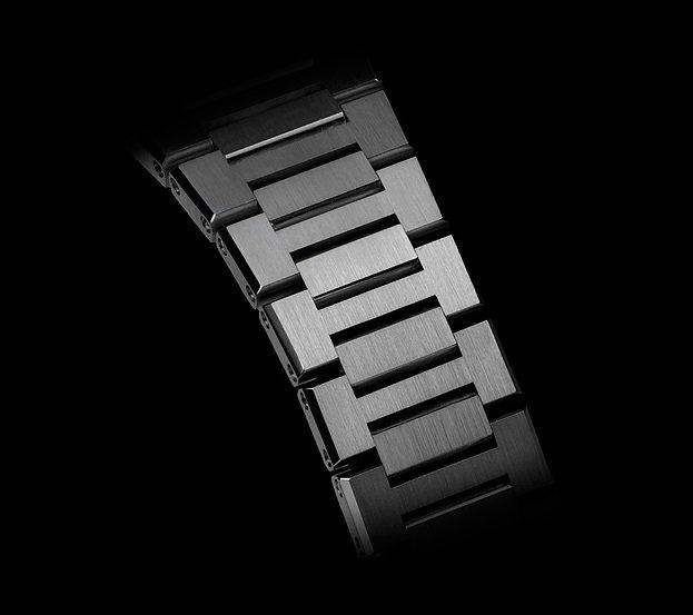 גימור מרשים לצמידי המתכת של השעונים. מקור - אתר החברה.