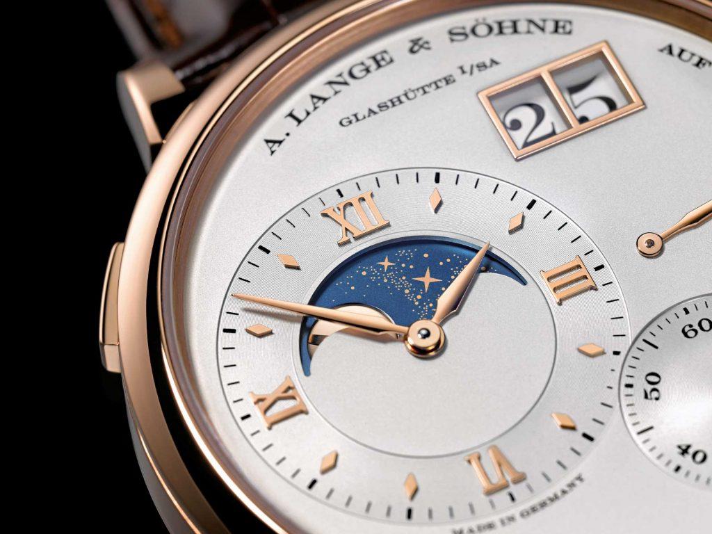קומפליקציית מצב ירח - מון פייז - הוספת כוכבים לדיסקית הירח לקישוט ועיטור מבית A. Lange & Söhne.